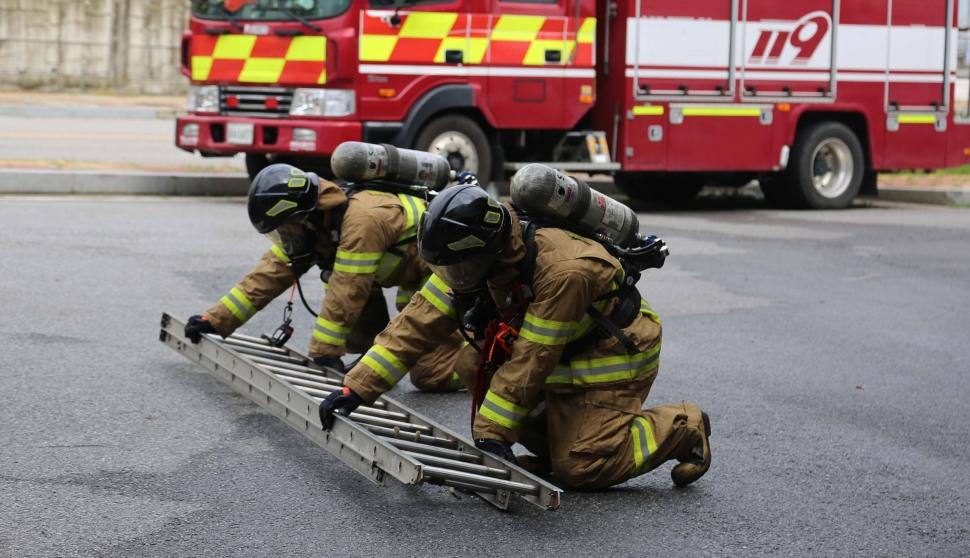 화재 진압 훈련하는 천안서북소방서 신임 대원들